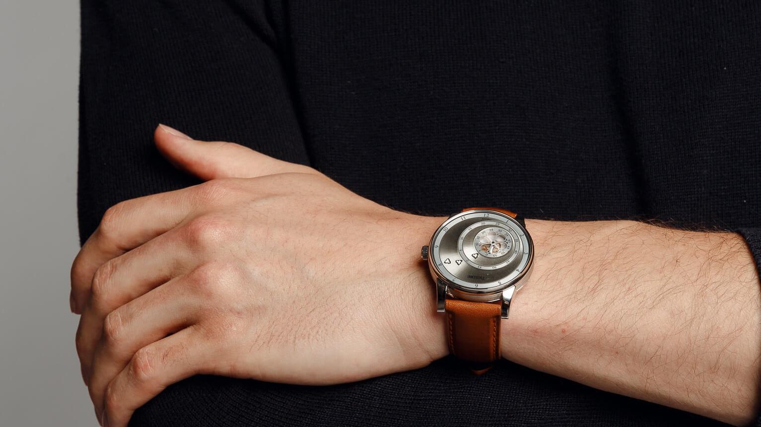 Montre automatique Trilobe de la collection Les Matinaux, avec un cadran Argent Soleillé