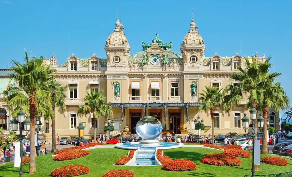 Retrouvez les montres de luxe Trilobe dans la boutique Temps & Passion à Monaco