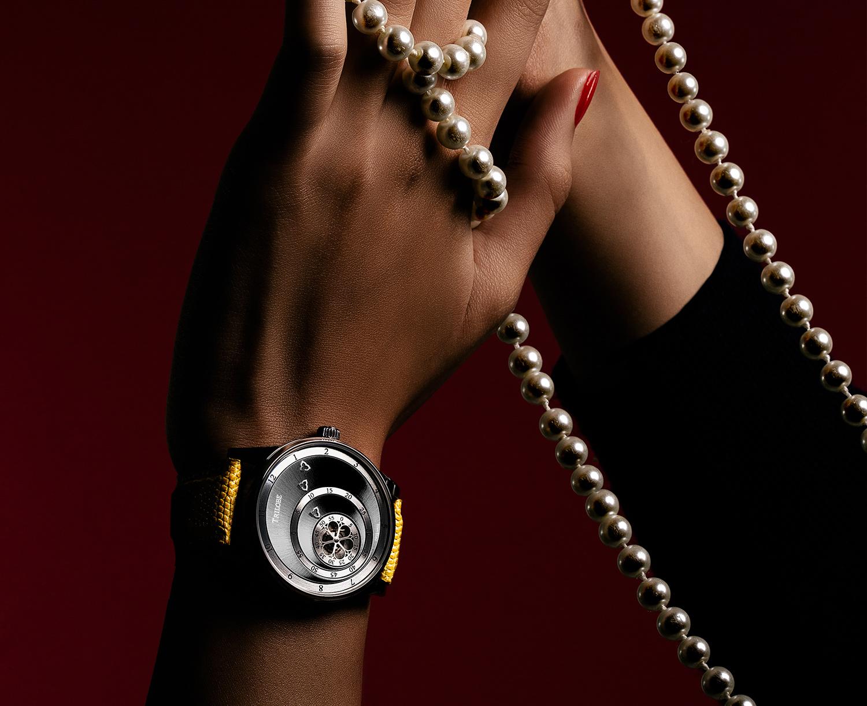 Montre automatique Trilobe de la Collection Les Matinaux avec un cadran Gris Soleillé et un boîtier de taille 38,5mm