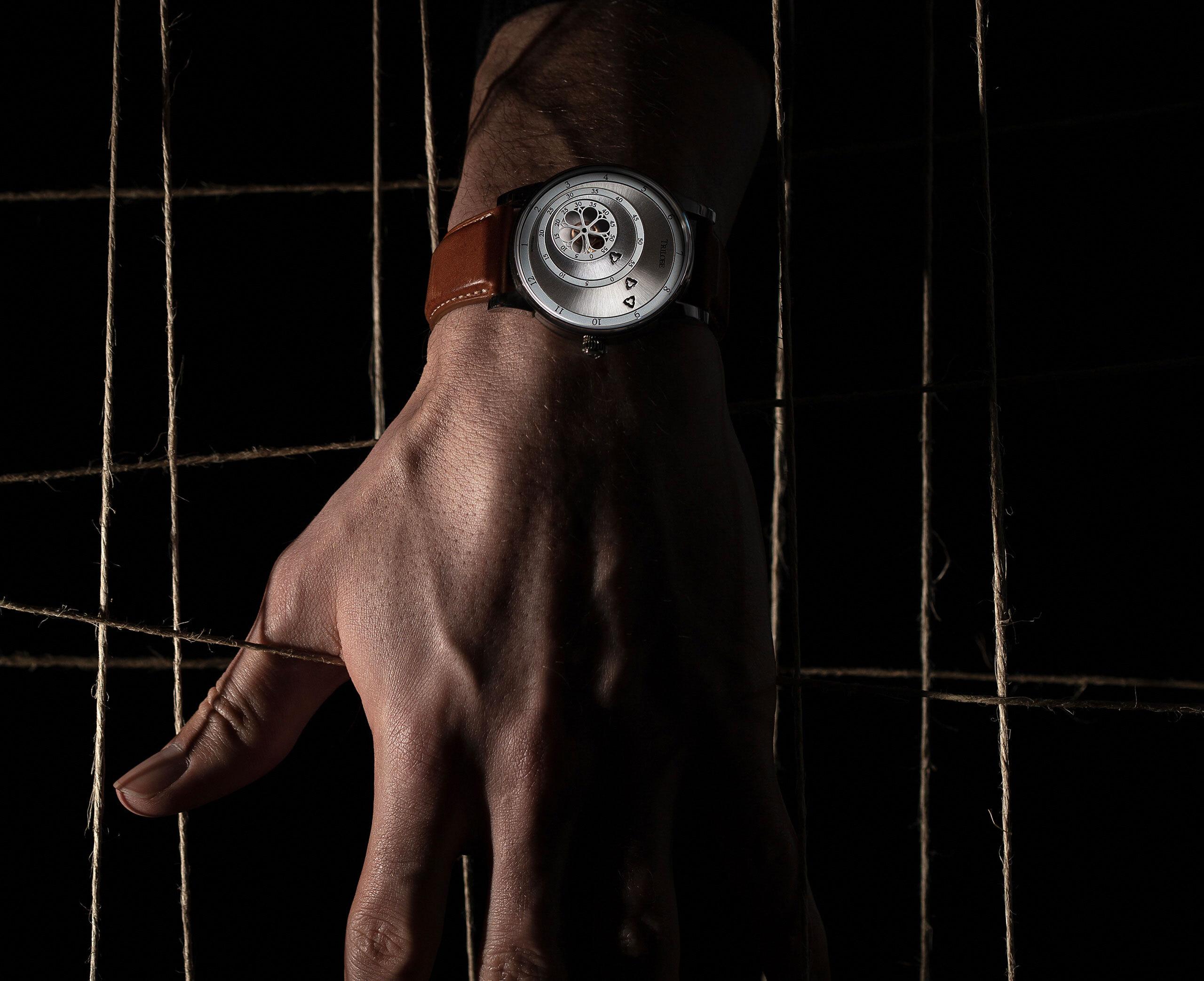 Montre automatique Trilobe de la Collection Les Matinaux avec un cadran Argent Soleillé