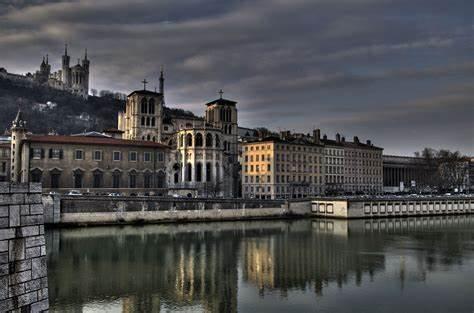Retrouvez les montres de luxe Trilobe dans la boutique Cresus à Lyon