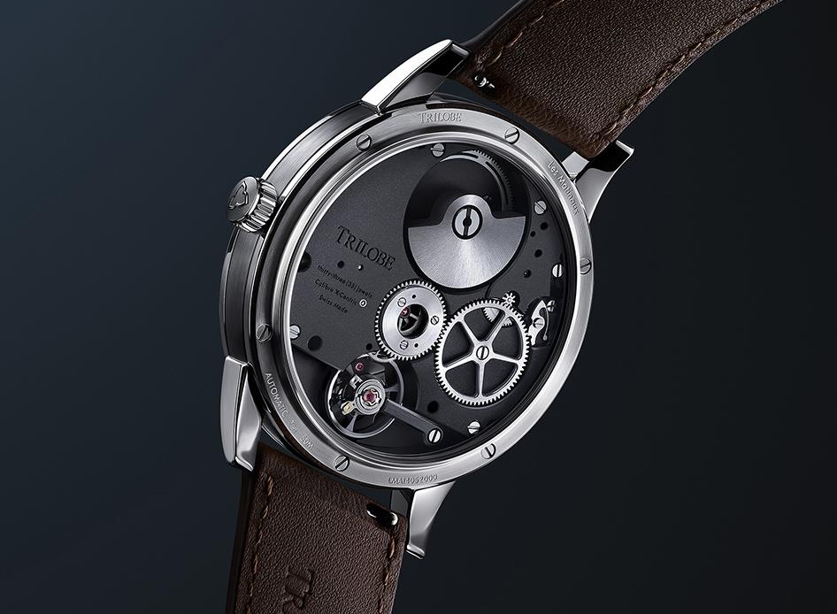 Vision du dos de la montre Trilobe Les Matinaux, mouvement automatique X-Centric.