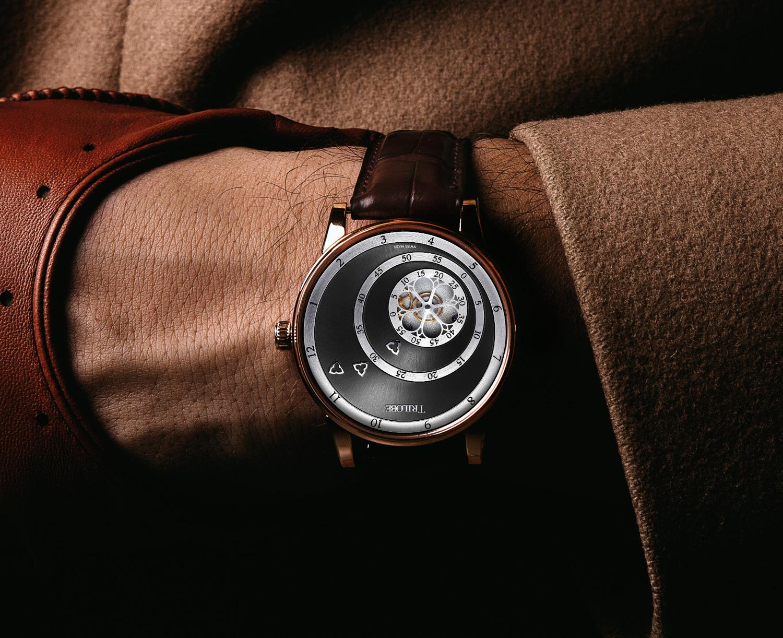 Montre Trilobe de la collection Les Matinaux, or rose gris soleillé.