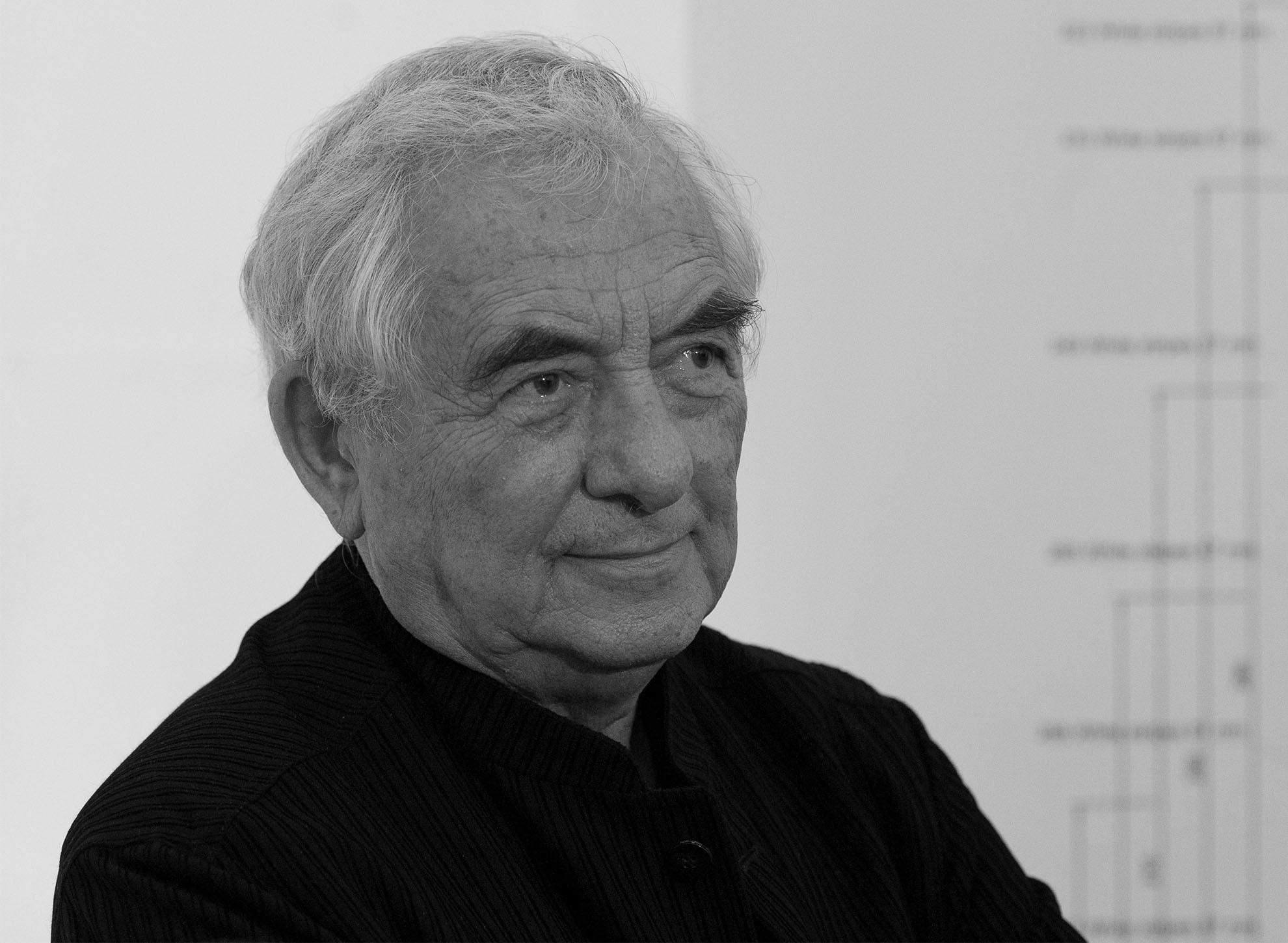 Portrait du sculpteur contemporain Daniel Buren, collaborateur de Trilobe dans le projet Only Watch 2021